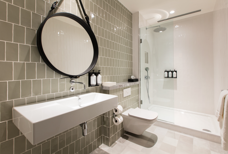 Qantas Heathrow Bathrooms